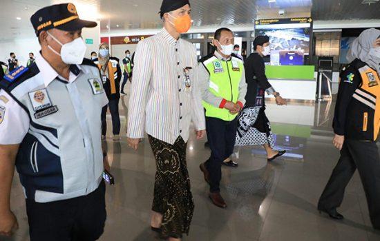 Gubernur Jawa Tengah, Ganjar Pranowo di Bandara Ahmad Yani melakukan sidak/istimewa