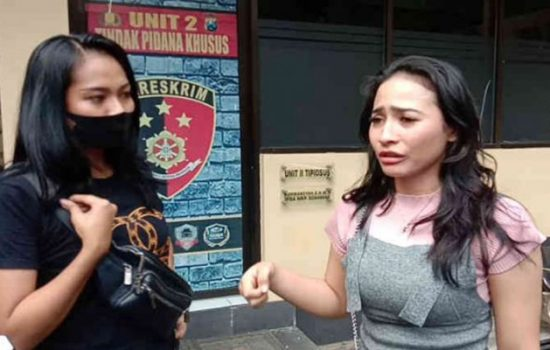 Haninah mengadu ke Polresta Banyuwangi [Foto: Suaraindonesia]
